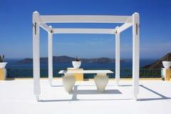 Santorini的一个婚礼安排 免版税库存照片