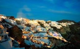 Santorini ö, Grekland - Caldera över det Aegean havet på aftonen arkivfoto