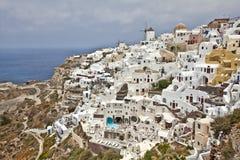 Santorini ö och blåtthav och himmel arkivbilder