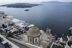 Santorini Ελλάδα - θάλασσα, βράχος και vulcano στοκ εικόνα
