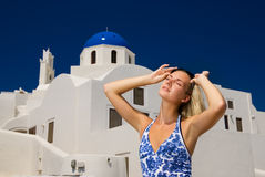 santorini νησιών κοριτσιών Στοκ φωτογραφία με δικαίωμα ελεύθερης χρήσης