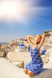 santorini νησιών κοριτσιών Στοκ εικόνα με δικαίωμα ελεύθερης χρήσης
