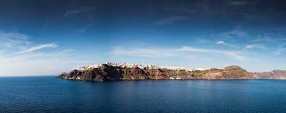Santorini, Греция, взгляд от шлюпки круиза Стоковое Изображение