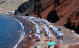 santorini красного цвета пляжа Стоковые Фотографии RF