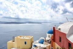 santorini острова холма Греции зданий Oia, городок Fira Традиционные и известные дома и церков над кальдерой Стоковое Изображение