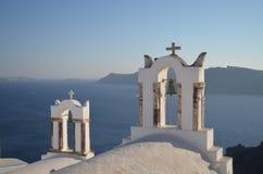 Santorini, церковные колокола Греции стоковая фотография rf