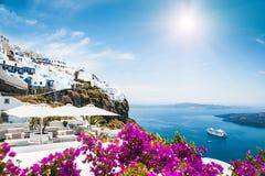 Белая архитектура на острове Santorini, Греции Стоковое фото RF