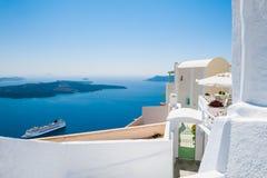 Белая архитектура на острове Santorini, Греции Стоковое Изображение RF