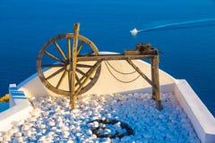 Santorini-Ansichten über den Kessel vom schönen Dorf von Oia, die Kykladen, Griechenland Lizenzfreies Stockbild