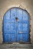 Santorini-Blau-Tür Stockbild