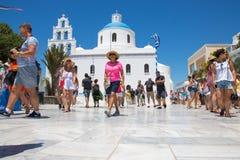 Santorini, Creta, Grecia: Chiesa di Panagia di Platsani, quadrato della caldera di OIA fotografia stock