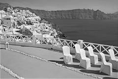 Santorini - das Luxus-Resort übersetzt zur Hochzeitszeremonie in Oia Ia und die Kesselklippen Lizenzfreie Stockfotos