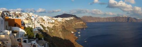 Santorini - der Blick von Oia zum Osten am Abend Stockfoto