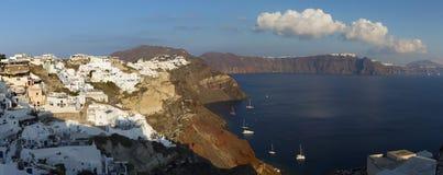 Santorini - der Blick von Oia zum Osten im Abendlicht Stockfoto