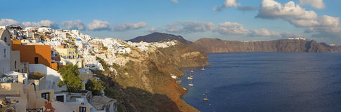 Santorini - der Blick von Oia zum Osten im Abendlicht Lizenzfreie Stockfotografie