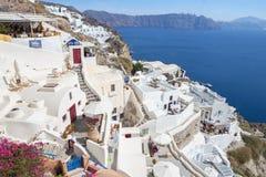 Santorini - der Blick von Oia zum Osten mit dem Imerovigli und dem Scaros im Hintergrund Lizenzfreies Stockfoto