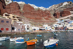 Santorini - el puerto de Oia en luz de la tarde Fotos de archivo