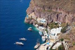 Santorini - el puerto debajo de la ciudad de Fira Foto de archivo libre de regalías