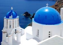Santorini em azul e em branco imagens de stock royalty free
