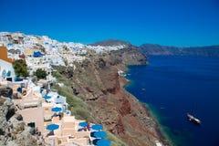 Santorini, Grecia: Isola Santorini Belle case bianche contro un cielo blu e un mare fotografia stock