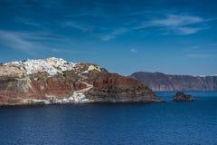 Santorini, Grecia, visión desde un barco de la travesía Imagenes de archivo