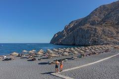 SANTORINI/GREECE στις 5 Σεπτεμβρίου - παραλία Kamari σε Santorini, Ελλάδα στοκ φωτογραφίες με δικαίωμα ελεύθερης χρήσης