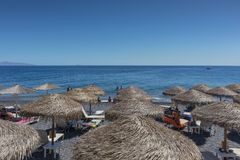 SANTORINI/GREECE στις 5 Σεπτεμβρίου - παραλία Kamari σε Santorini, Ελλάδα sant στοκ εικόνες