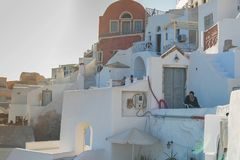 SANTORINI/GREECE 2017年9月06日-美好的日落在有老的Oia 库存照片