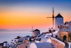 Santorini Grekland - Oia by, solnedgång arkivfoto