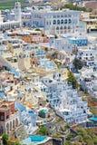 Santorini, Griechenland Kleine weiße Häuser auf der Insel lizenzfreies stockbild