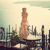 Santorini Griechenland, Statue der Aphrodite Abbildung der roten Lilie Stockfotos