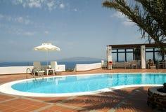 Santorini griego de las islas de la piscina fotos de archivo libres de regalías