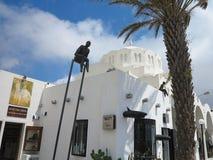 18 06 2015, Santorini, Griekenland, Witte Griekse orthodoxe kerkmening Stock Fotografie