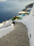 Santorini kędzierzawe gwiazdy i pływacki basen, Grecja zdjęcie stock