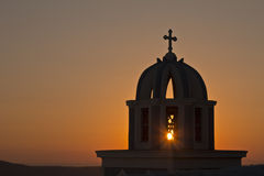 Santorini-Kirche bei Sonnenuntergang Lizenzfreies Stockbild