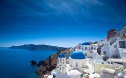 Santorini kyrkor Fotografering för Bildbyråer