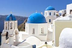 Santorini kyrkor Arkivfoto
