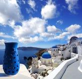 Santorini kyrkor i Oia, Grekland Royaltyfria Bilder