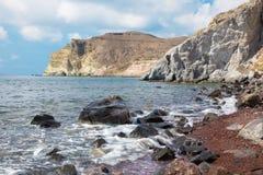 Santorini - la playa roja Imagen de archivo libre de regalías