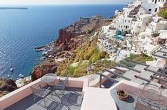 Santorini - les lieux de villégiature luxueux à Oia et le port d'Amoudi Photographie stock