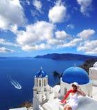 Santorini med kyrkan i Oia, Grekland Royaltyfria Foton