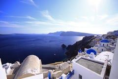 Santorini que pasa por alto el océano fotografía de archivo libre de regalías