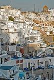Santorini rodzajowa architektura przy zmierzchem Obrazy Royalty Free