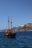 Santorini - Segelboot Stockfotografie