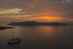Santorini-Sonnenuntergangkreuzfahrt Stockbild