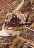 Santorini stenkyrka Arkivfoto