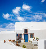 Santorini - tipicamente pouca casa em Oia Imagens de Stock