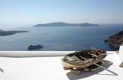 Santorini, una vecchia barca Fotografia Stock Libera da Diritti