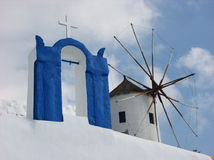 Santorini väderkvarn Royaltyfri Fotografi