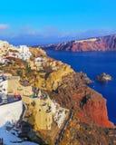 Santorini Vue au-dessus d'Oia, la ville blanche célèbre photo libre de droits